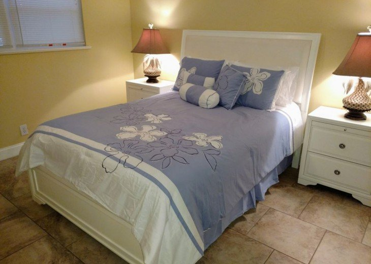Newly Remodeled Private House w/pool, 200 ft from Beach! WiFi Screened Fla Room #16