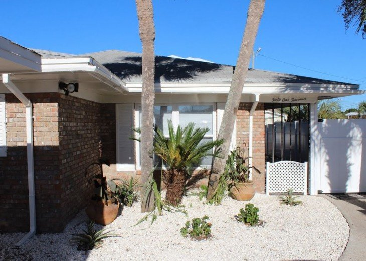 Newly Remodeled Private House w/pool, 200 ft from Beach! WiFi Screened Fla Room #2