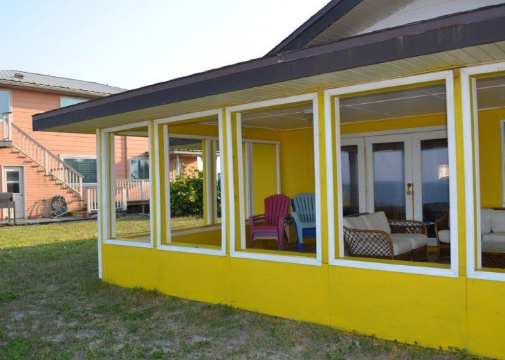 3BR + Den / 2BA Beachfront Getaway With Romantic and Eclectic Charm - Sleeps 8 #4