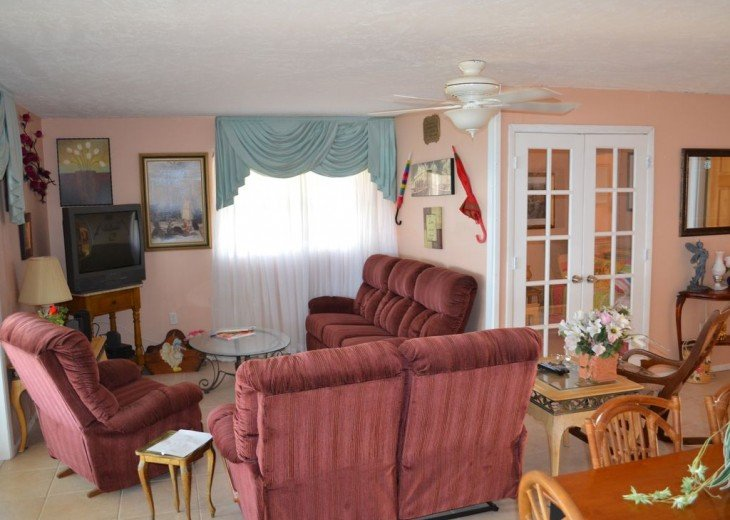 3BR + Den / 2BA Beachfront Getaway With Romantic and Eclectic Charm - Sleeps 8 #17