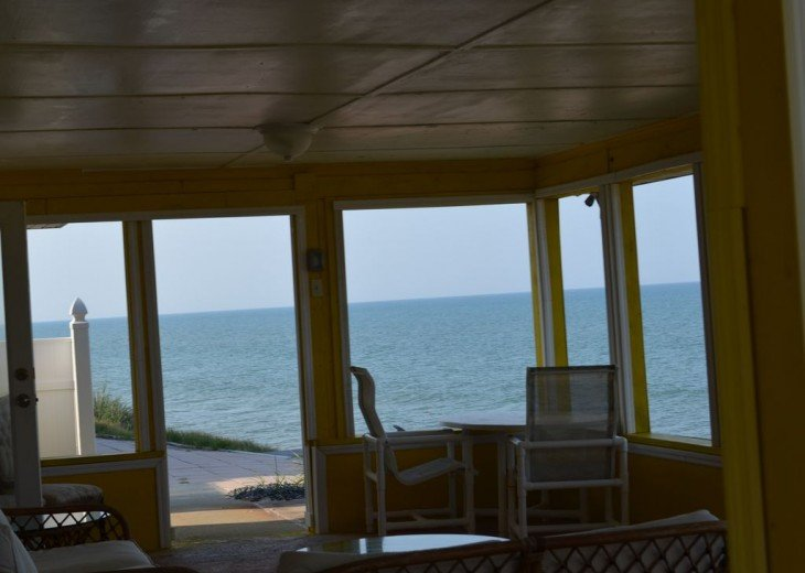 3BR + Den / 2BA Beachfront Getaway With Romantic and Eclectic Charm - Sleeps 8 #2