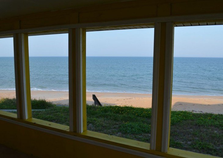 3BR + Den / 2BA Beachfront Getaway With Romantic and Eclectic Charm - Sleeps 8 #11