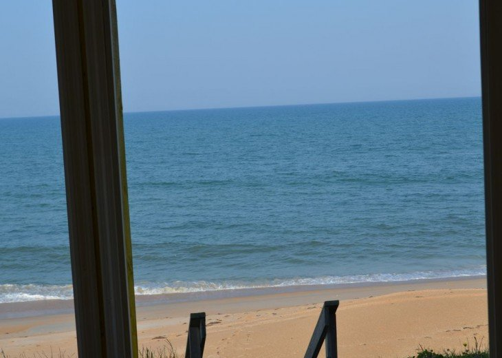 3BR + Den / 2BA Beachfront Getaway With Romantic and Eclectic Charm - Sleeps 8 #9