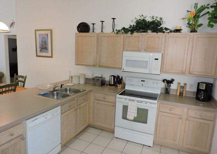 Fully equipped kitchen, everything you need is provided.