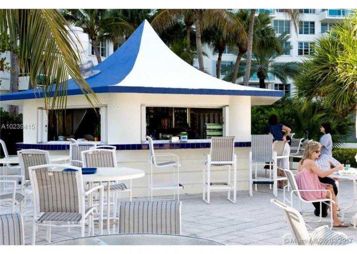 Bar restaurant at the pool