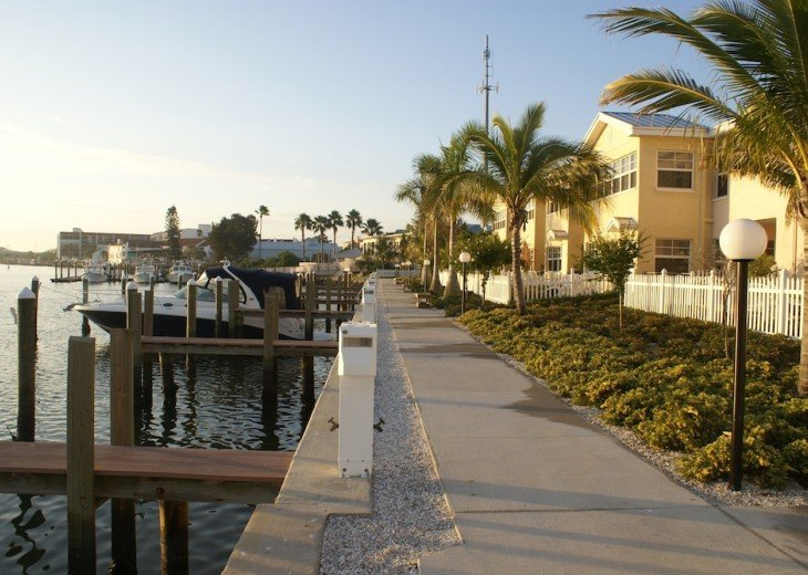 BAREFOOT BEACH RESORT* WATERFRONT * 1st FL Condo! FABULOUS 1BR 1 BA in Paradise! #12