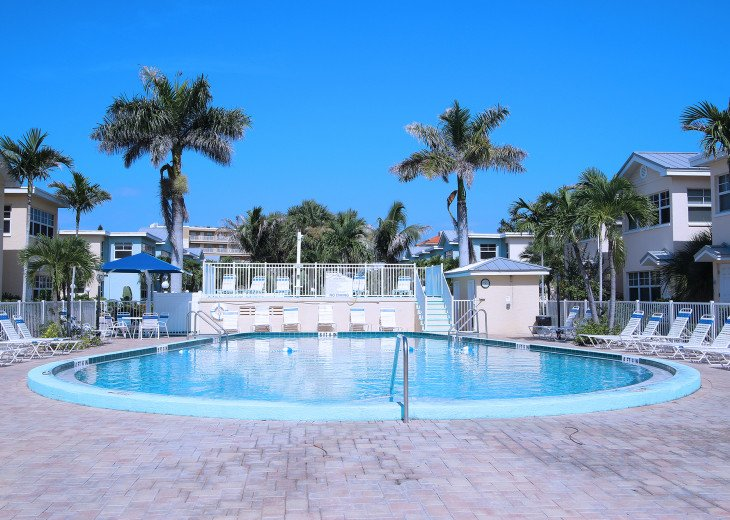 BAREFOOT BEACH RESORT* WATERFRONT * 1st FL Condo! FABULOUS 1BR 1 BA in Paradise! #32