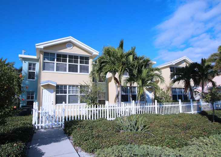 BAREFOOT BEACH RESORT* WATERFRONT * 1st FL Condo! FABULOUS 1BR 1 BA in Paradise! #29