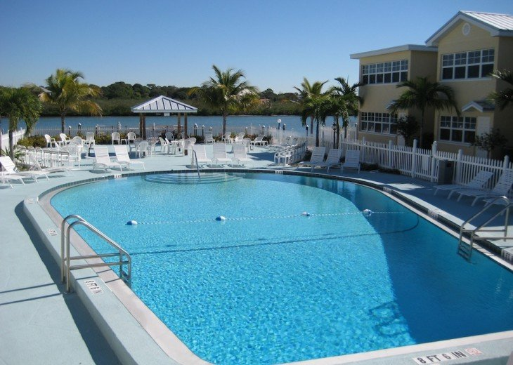 Pool on Intracoastal, Steps from the Condo!