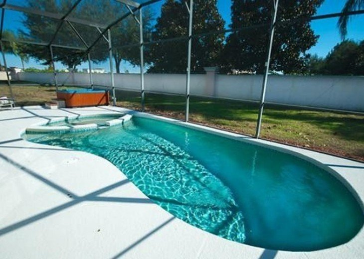 Private South Facing Pool w/ Jacuzzi & Kiddy pool - 4 bed, 3 bath #5