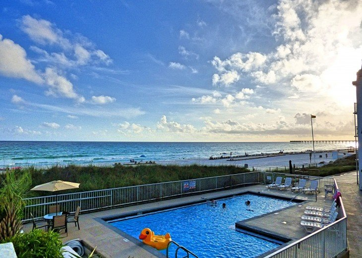 Pet Friendly Ground Level Walk Out to the Beach HotTub WIFI Pool BBQ #16