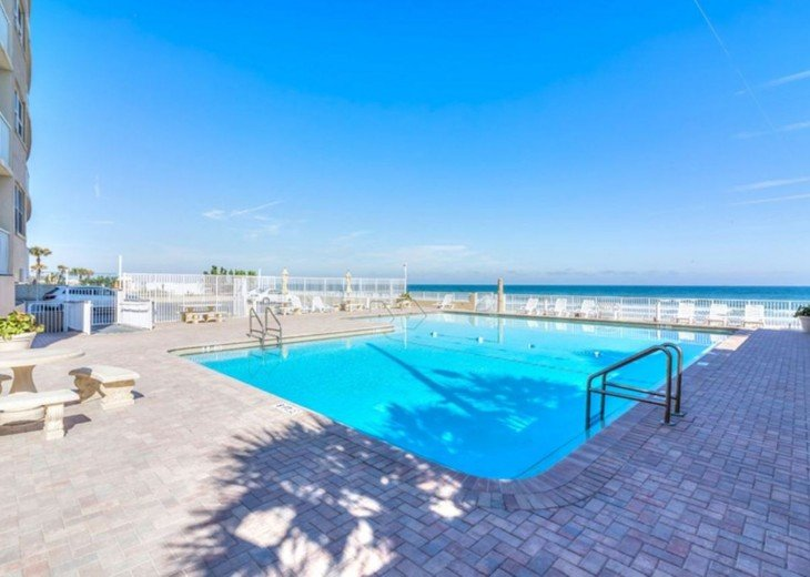 CONVENIENT AFFORDABLE DIRECT OCEANFRONT STUDIO STEPS TO BEACH, POOL, PARKING #14