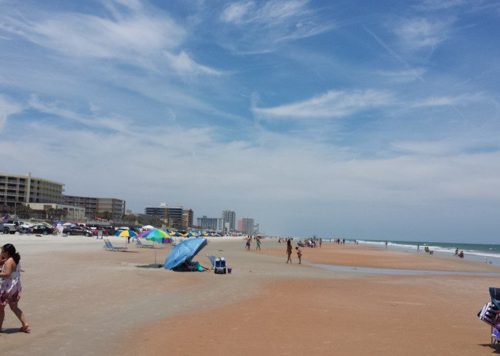 CONVENIENT AFFORDABLE DIRECT OCEANFRONT STUDIO STEPS TO BEACH, POOL, PARKING #11
