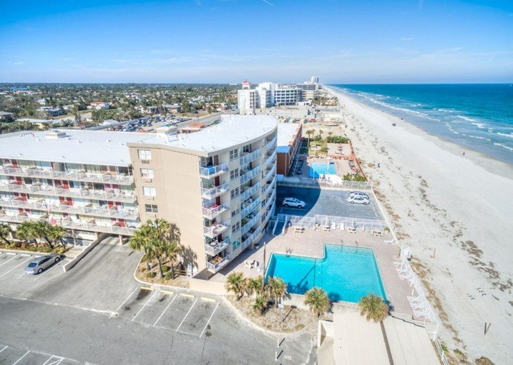 CONVENIENT AFFORDABLE DIRECT OCEANFRONT STUDIO STEPS TO BEACH, POOL, PARKING #2