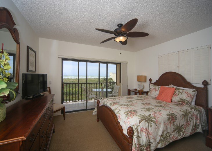 Bedroom #2, Queen Bed, Lanai with Gulf view.