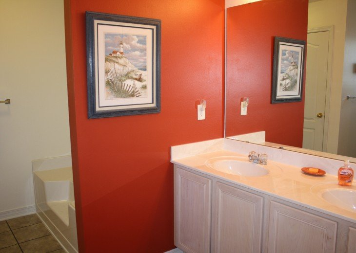 Private master bath with shower, toilet, double sinks, large soaker tub