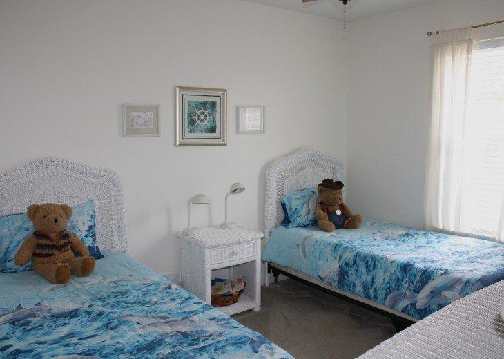 Twin BR w/ memory foam mattresses, HDTV, DVD/VCR, ceiling fan, clock radio