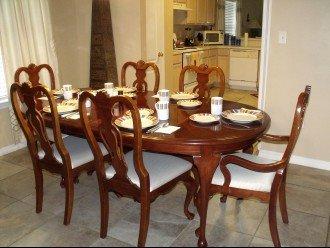 Elegant dining for 6-8 guests