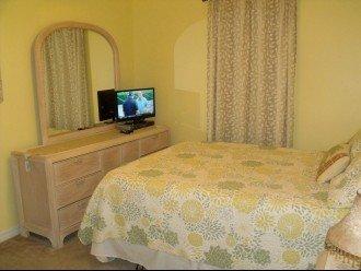 Palm Breeze BR features HDTV, DVD player, ceiling fan, clock radio