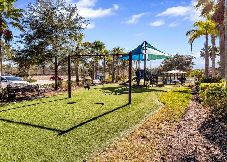 Aviana Resort 5 Br pool/spa 10 miles to Disney. Overlooks greenery & pond #42