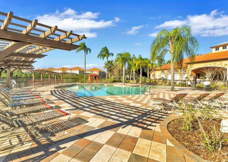 Aviana Resort 5 Br pool/spa 10 miles to Disney. Overlooks greenery & pond #43