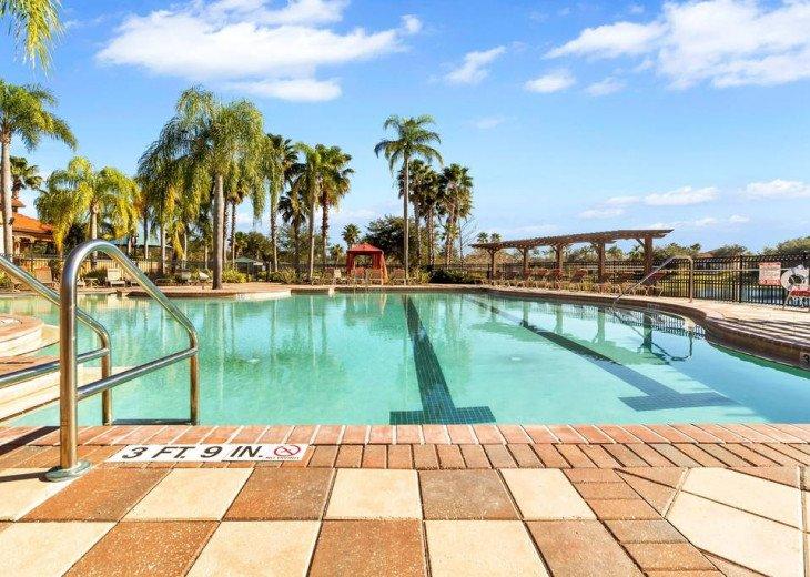 Aviana Resort 5 Br pool/spa 10 miles to Disney. Overlooks greenery & pond #39