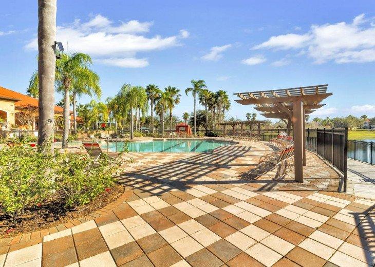 Aviana Resort 5 Br pool/spa 10 miles to Disney. Overlooks greenery & pond #37