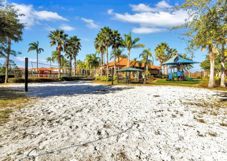 Aviana Resort 5 Br pool/spa 10 miles to Disney. Overlooks greenery & pond #45