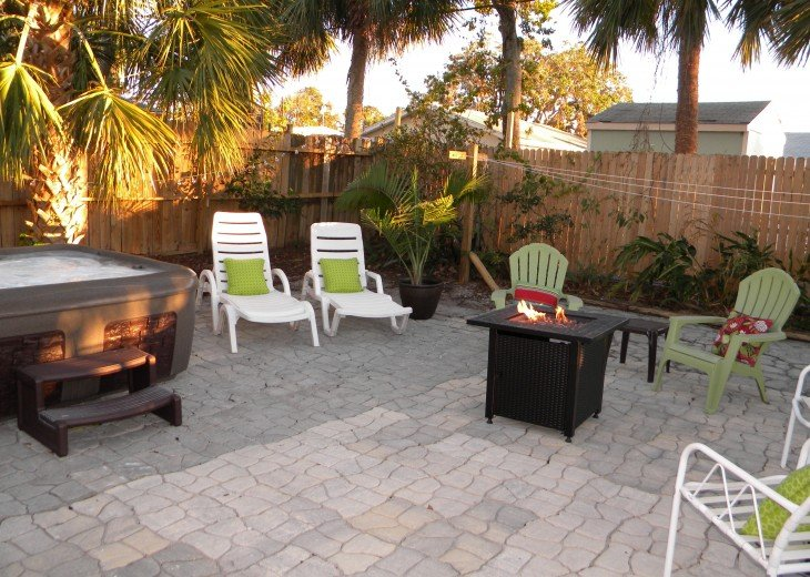 CHRISTMAS SPECIAL-Florida Beach Retreat w/Outdoor Hot Tub Just $100/night! #1