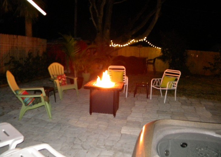 CHRISTMAS SPECIAL-Florida Beach Retreat w/Outdoor Hot Tub Just $100/night! #23