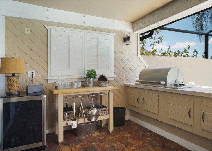 Outdoor kitchen of the Villa in Cape Coral
