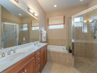 Master Bathroom - Double Vanity / Walk In Shower / Tub