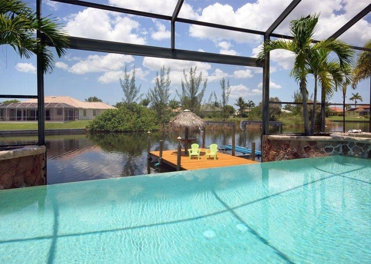 Villa Key Lime - Luxury waterfront villa with stunning pool & pool bar Tiki hut! #4
