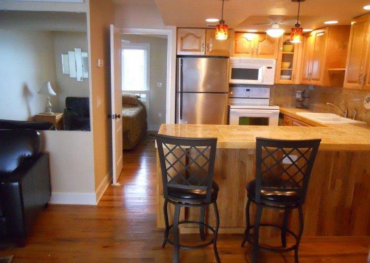 Hardwood floors, full kitchen