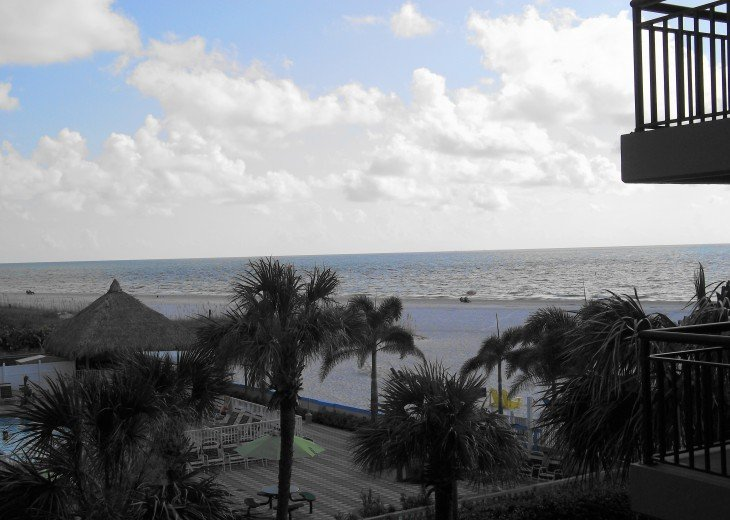 LOCATION, LOCATION, LOCATION - great rates directly on St Pete's Beach #19
