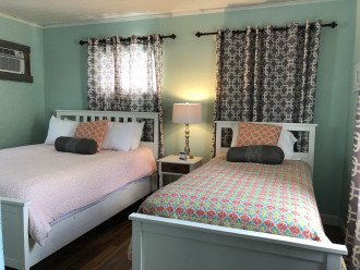 Sunset Inn & Cottages- Sleeps 50 People- Perfect for Wedding or Family Reunion #1