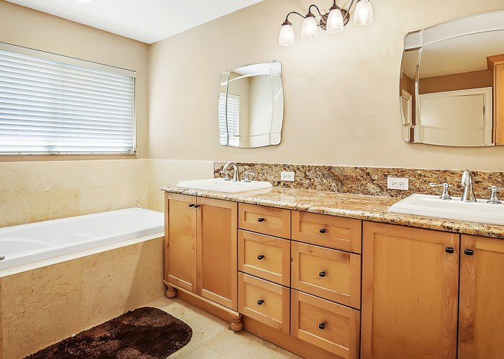 Jacuzzi tub in the master
