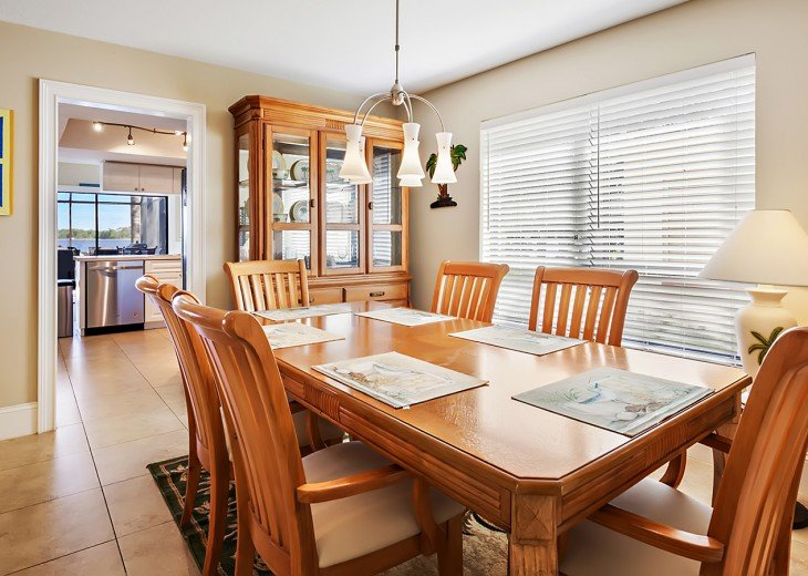 Dining area and seating for up to 8