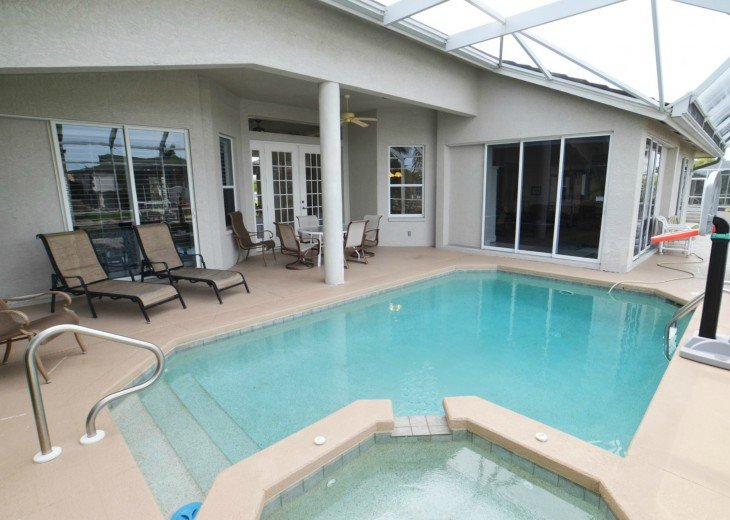 WATERFRONT HOME, 88 DEGREE POOL, 102 DEGREE SPA , 6 BIKES AND MORE #1