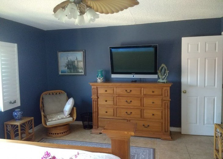master bedroom TV and seating