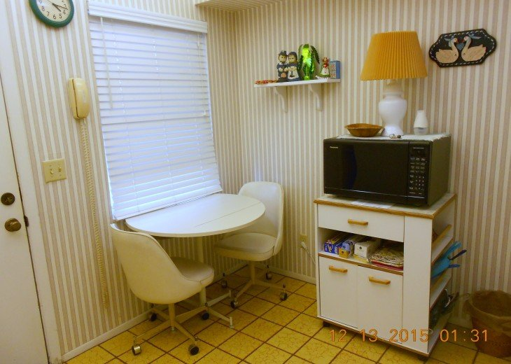 kitchen dinette/ microwave