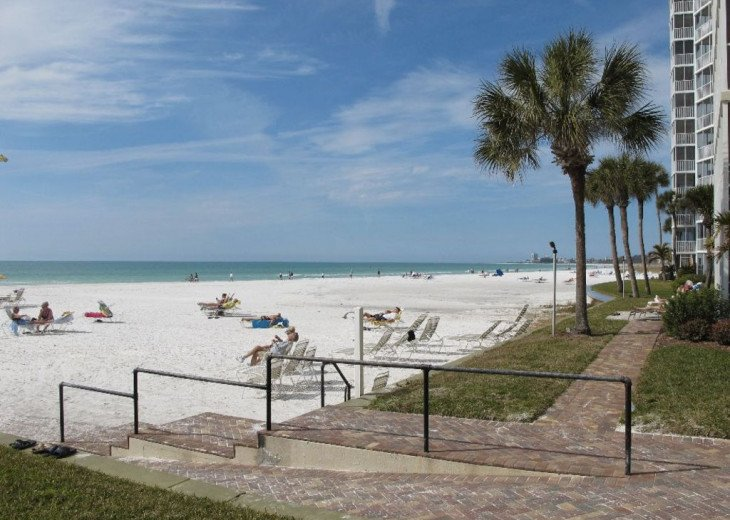 Beachfront Penthouse - Expansive Gulf View from Every Room! Wifi, linens, chairs #20