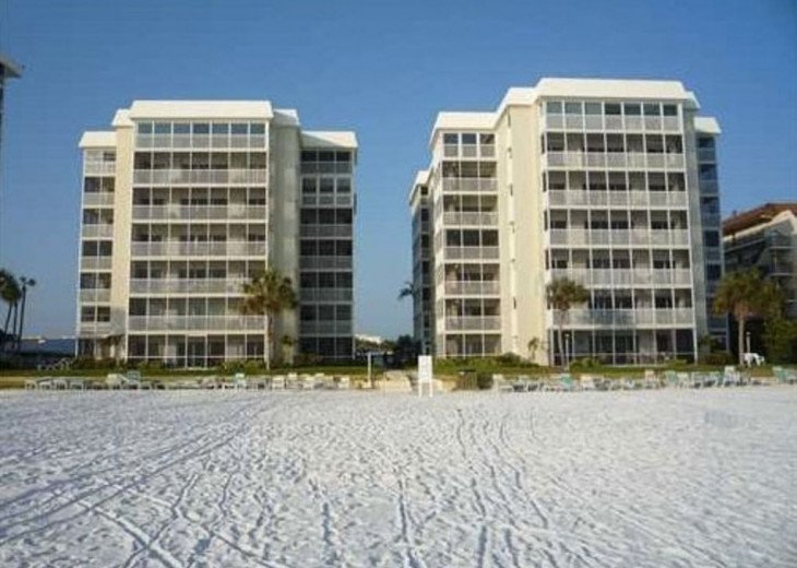 Beachfront Penthouse - Expansive Gulf View from Every Room! Wifi, linens, chairs #3