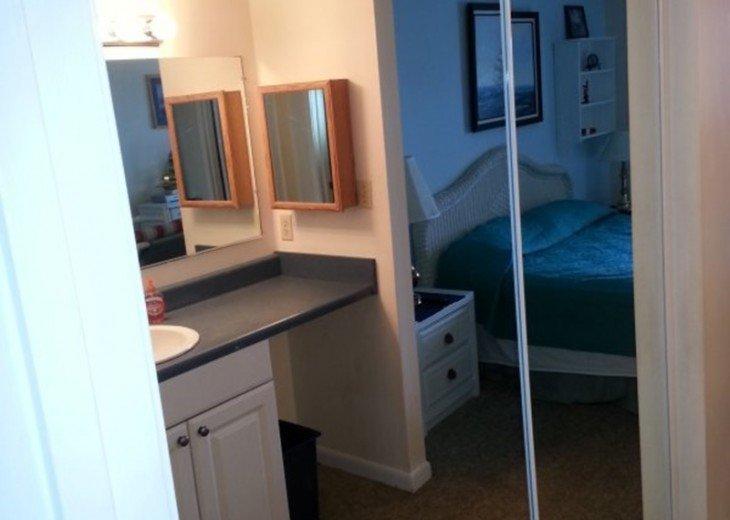 seperate vanity ,dressing area