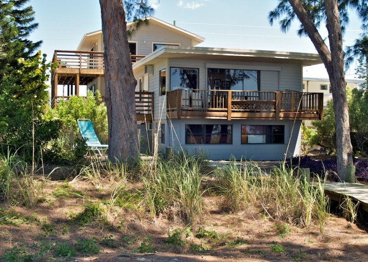 DAYDREAMIN' HOME - a laid-back beach front home for up to 15 people! #3
