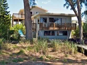 DAYDREAMIN' HOME - a laid-back beach front home for up to 15 people! #1