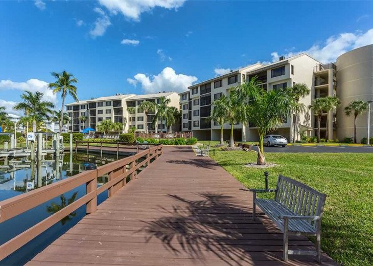 Fort Myers Beach Vacation Condo - Newly Renovated - Resort Pool, WiFi and Dock #18
