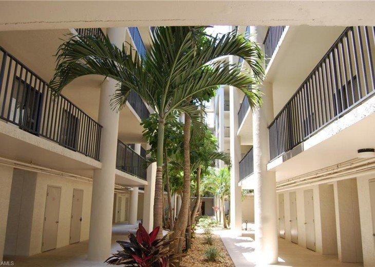 Fort Myers Beach Vacation Condo - Newly Renovated - Resort Pool, WiFi and Dock #15