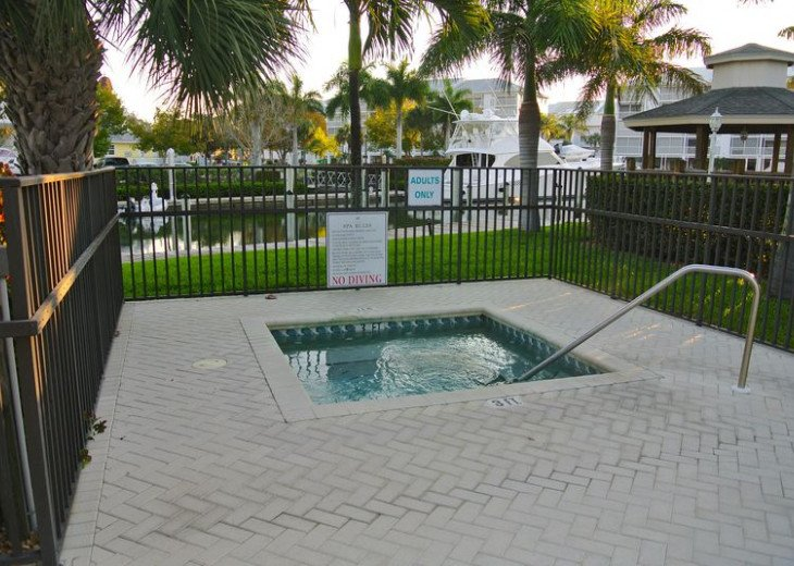 Fort Myers Beach Vacation Condo - Newly Renovated - Resort Pool, WiFi and Dock #22