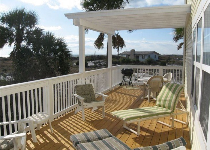 Large 35 foot Private deck with Grill
